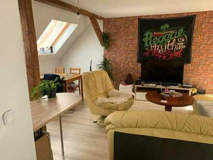 Gepflegte Dachgeschosswohnung mit zwei Zimmern in der Stadtmitte von Eisfeld