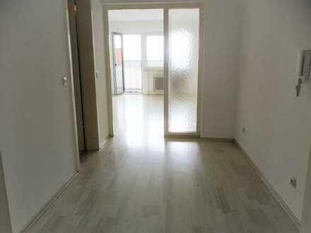 Helle 1,5 Zimmer-Single-Wohnung mit Südbalkon ab sofort an Einzelperson zu vermieten
