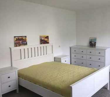 Vollmöblierte 4 Zimmer Wohnung, Balkon und Einbauküche