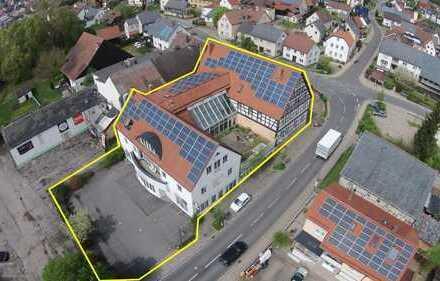 Objekt mit Gewerbeanteil, Wohnungen und Ausbaureserven für Investoren