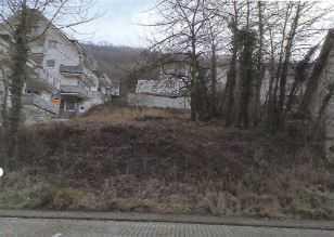 Hanggrundstück mit unverbaubarem Ausblick und Doppelhaushälfte