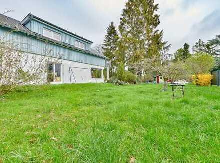 Zwei Grundstücke mit Bebauungsmöglichkeit und ein großzügiges Einfamilienhaus mit Garage!