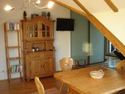 Möblierte gepflegte 2,5-Zimmer-Dachgeschosswohnung mit Balkon und EBK in Starnberg, zentrumsnah