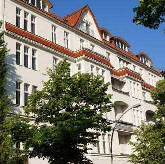 Schöne vier Zimmer DG-Wohnung mit Teilgewerbe in Berlin-Wilmersdorf mit Aufzug.