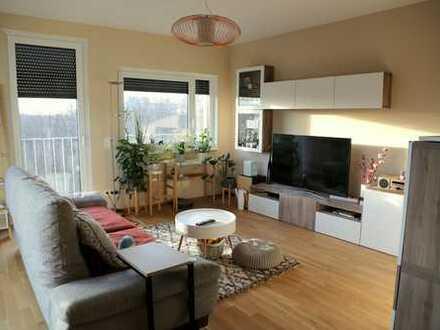 Sonnige teilmöblierte 3-Zimmer Wohnung mit hochwertiger Einbauküche, direkt am Ostpark