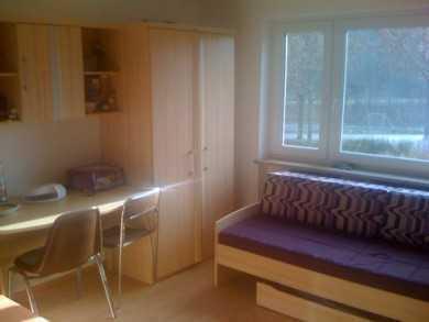 Zwei-Bett-Zimmer in WG mit Traumidylle