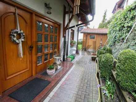Wohnen und Vermieten im Schwarzwald! Gepflegtes und gehobenes Zweifamilienhaus mit ELW und Garten