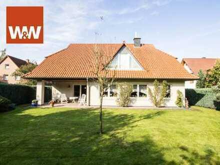 Schönes Zweifamilienhaus mit großem Garten im TOP Zustand