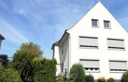 Frisch sanierte 3-Zimmerwohnung mit zusätzlichem 1-Zimmerappartement und sonnigem Garten
