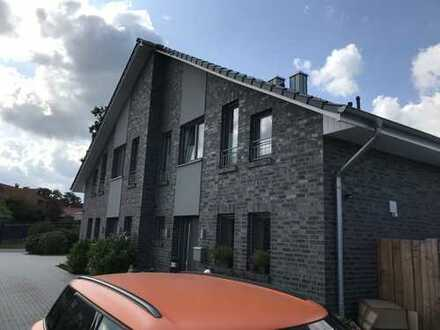 Hochwertige Doppelhaushälfte in zentraler Lage von Rastede