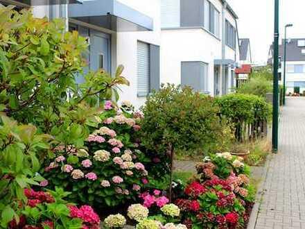 In idyllischer Sonnenlage: Attraktive Doppelhaushälfte perfekt für anspruchsvolle Mieter