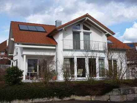 Lichtdurchflutetes, großzügiges Haus in schöner Lage (sechs Zimmer) in Tübingen (Kreis), Ammerbuch
