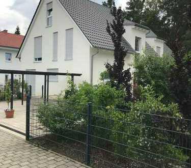 Neuwertiges Haus mit gehobener Ausstattung in ruhiger Lage mit Garten, Carport und Terrasse