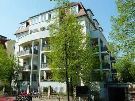 2-Zimmer-Whg mit zwei Balkonen und kleinem Gartenanteil in Striesen