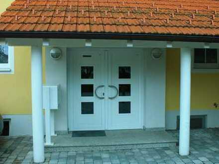 Exklusive, neuwertige 4-Zimmer-EG-Wohnung mit Terrasse und Einbauküche in Bernau am Chiemsee