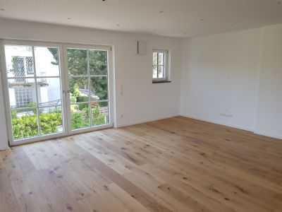 Erstbezug mit Einbauküche und Balkon: ansprechende 4-Zimmer-Maisonette-Wohnung in Moosach, München