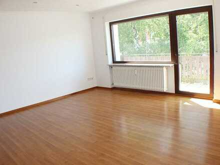***Großzügiges Dachgeschoß mit Balkon nah bei Frankfurt***