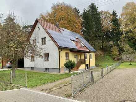 KNIPFER IMMOBILIEN - Modernisiertes und gepflegtes Einfamilienhaus in Markt Wald zum Kauf!