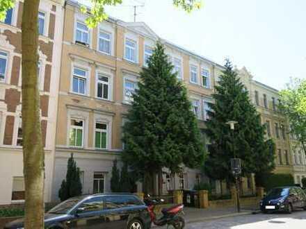 Schöne 2 Zi-DG-Wohnung mit sep. Küche, Laminat und Duschbad in der südl. Innenstadt
