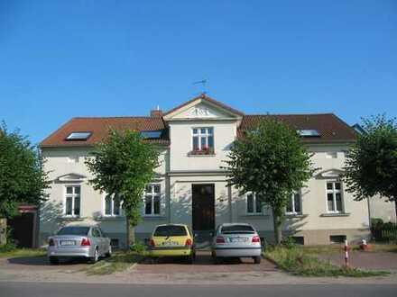 Großzügige 2-Zi.-Altbauwohnung mit Wohnküche und großen Bad