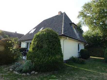 Freistehendes Einfamilienhaus mit schönem Garten in Achim