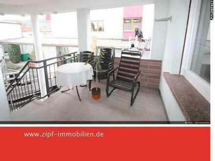 **Großzügige frisch renovierte Stadtwohnung WG-geeignet oder Wohnen und Arbeiten**