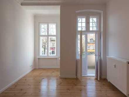 Erstbezug nach Sanierung - 4 Zimmer Altbauwohnung mit Balkon