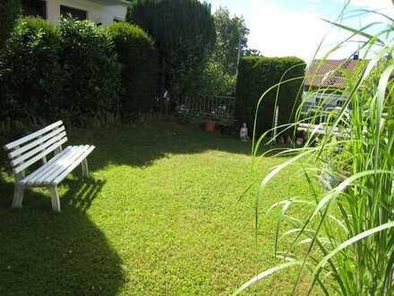 *Anspruchsvolle 3,5 Zimmer EG-Wohnung mit eigenen top gepflegten Gartenbereich in ruhiger Lage*