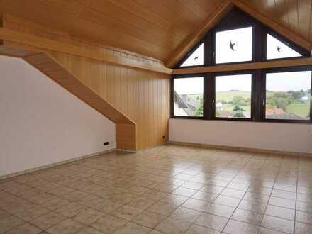 Großzügige helle 5 Zimmer-Dachgeschosswohnung in Gedern-Wenings