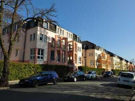 schöne helle Dachgeschosswohnung mit EBK - 2 Zimmer + zusätzl. Zimmer Dachboden - Lift -