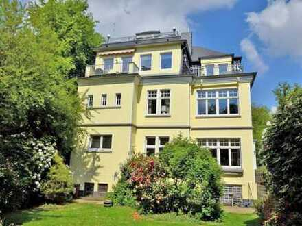 Jugendstil mitten im Stadtwald! Restaurierte 150 m² Wohnung mit herrlichem Garten und Garage