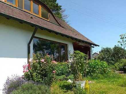 Sonnige Dachgeschosswohnung mit zwei Zimmern und Balkon in Althengstett-Ottenbronn mit Aussicht
