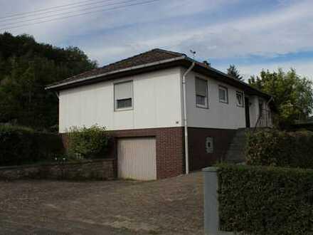 Einfamilienhaus in Fertigbauweise mit Garage (inkl. Wohnrecht)