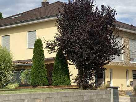 KL - Nord, hochwertige DHH mit ca. 226m², Carport, EBK, Garten, Fußbodenheizung u.v.m.