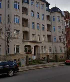 Günstige, modernisierte 4-Zimmer-DG-Wohnung mit Einbauküche in Chemnitz