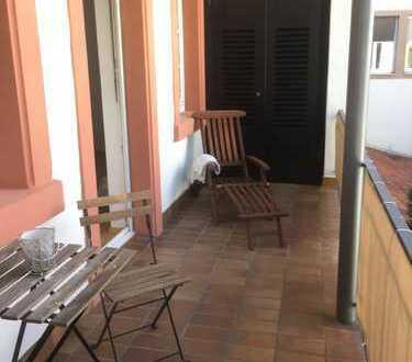 Schöne sanierte 4 Zimmer Wohnung mit Balkon zum Innenhof