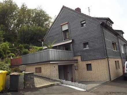 Attraktives EFH mit herrlicher Außenanlage und Garage in schöner Lage von Freudbg.-Niederndorf
