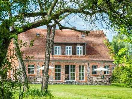 LEHNITZSEE-IMMOBILIEN: exklusives Landhaus im Naturpark Stechlin