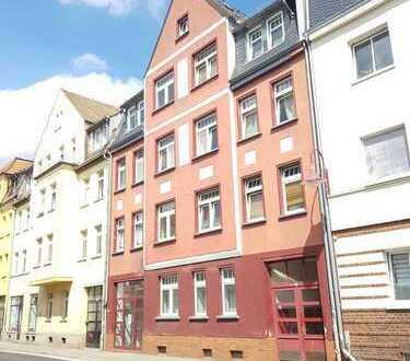 Mehrfamilienhaus mit Balkonen und Potenzial zu verkaufen