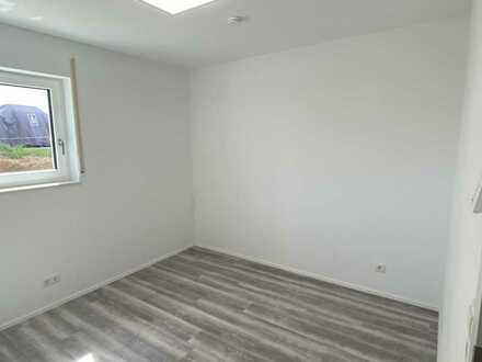 Neuwertige Wohnung mit EBK und Terrasse bzw. Gartenanteil: 2-Zimmer-Wohnung in Reutlingen-Altenburg