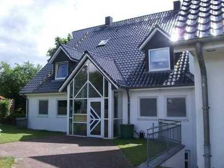 SUSANNE BEYER BIETET AN: 4 Zimmer Maisonette Mietwohnung - in Kosel bei Eckernförde