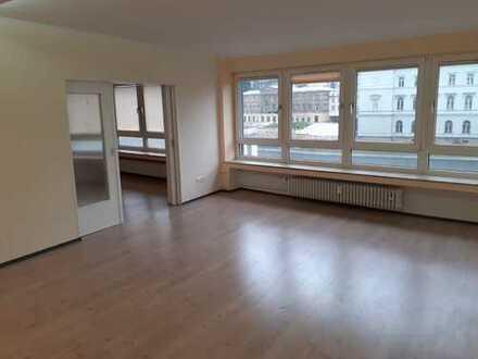 Sanierte 4 Zimmer Stadtwohnung mit Aufzug u. EBK
