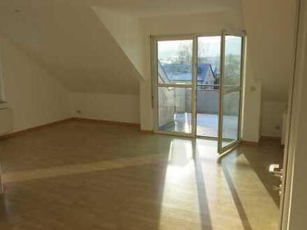 Sehr schöne, helle 2-Zimmer Wohnung mit grossem Balkon & Tiefgaragenplatz - ohne Makler