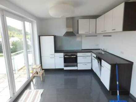 Ansprechende 1,5-Zimmer-Dachgeschosswohnung mit Balkon und Einbauküche in Heimsheim