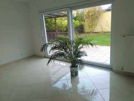 Kernsanierte Wohnung mit ca 300 qu. Garten und Terrasse