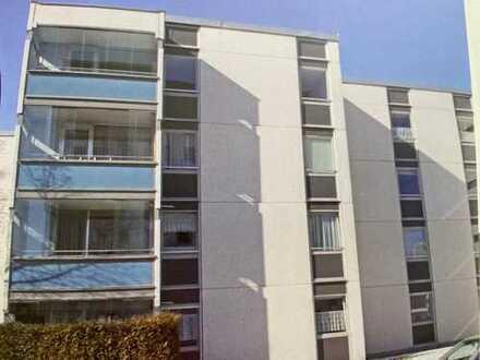 Vollständig renovierte 4-Raum-Wohnung mit Balkon und Einbauküche in München-Fürstenried
