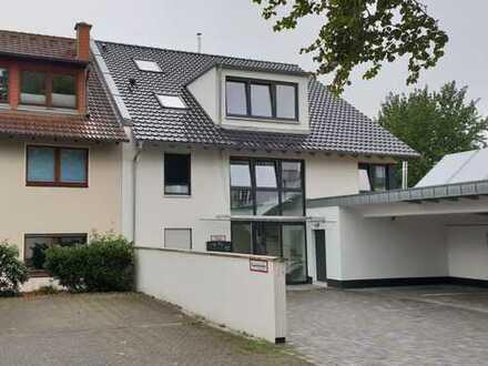Stilvolle, geräumige, helle und neuwertige 4-Zimmer-Erdgeschosswohnung mit Balkon in Lövenich, Köln
