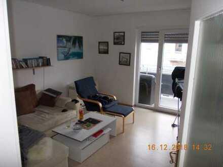 Modernisierte 2,5-Zimmer-Wohnung mit Balkon und EBK in Augsburg