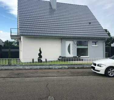 Freistehendes Einfamilienhaus mit großem Garten in Hockenheim