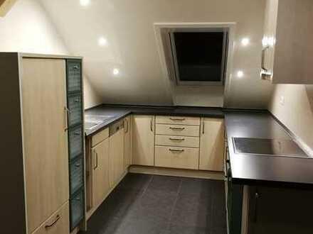 Neuwertige 3-Zimmer-Dachgeschosswohnung mit Balkon und Einbauküche in Rhein-Lahn-Kreis